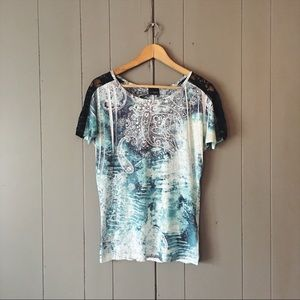 Daytrip Buckle Print Tee with Lace Short Sleeves